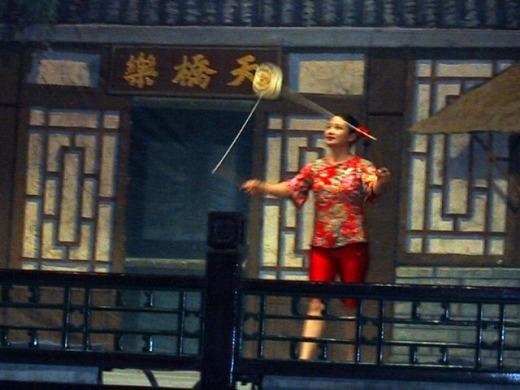 3日目 夕食 京劇や手品・楽器・アクロバットを見ながらのディナーショー