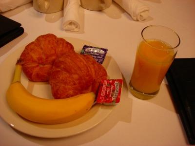 3日目 コンチネンタルスタイルの朝食と本日のオプションツアー説明