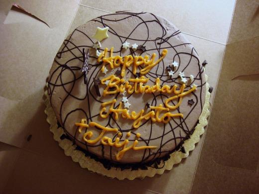 2日目 誕生日で友人らが誕生日ケーキで祝ってもらいハッピー!!