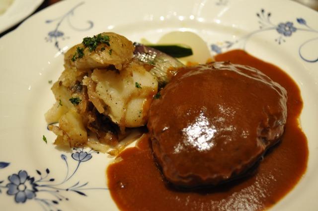 洋風レストラン かもめキッチンで「ジャーマンハンブルグステーキ(ジャーマンポテト&トマトグリル添え)」を食べました@BREEZE BREEZE