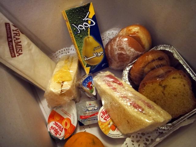 5日目 朝食は お弁当BOX いざアブシンベル神殿へ