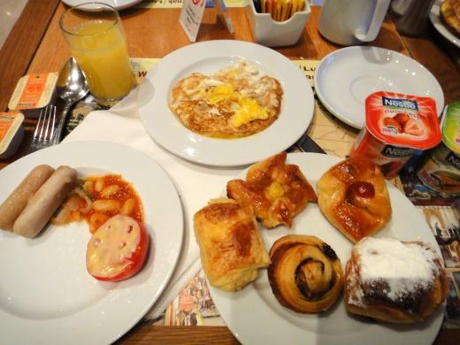 4日目 朝食 ビュッフェをソフィテル カルナックホテルのレストランで