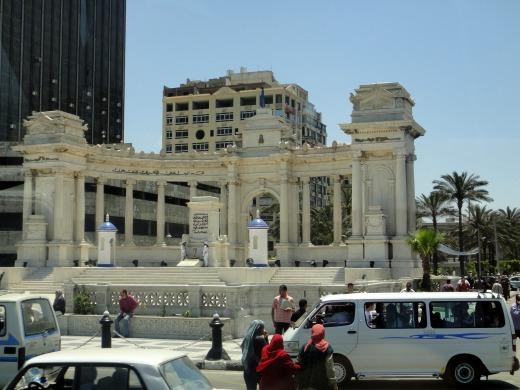 2日目 バスからオラービ広場にある無名戦士の碑を見ました@アレクサンドリア、エジプト