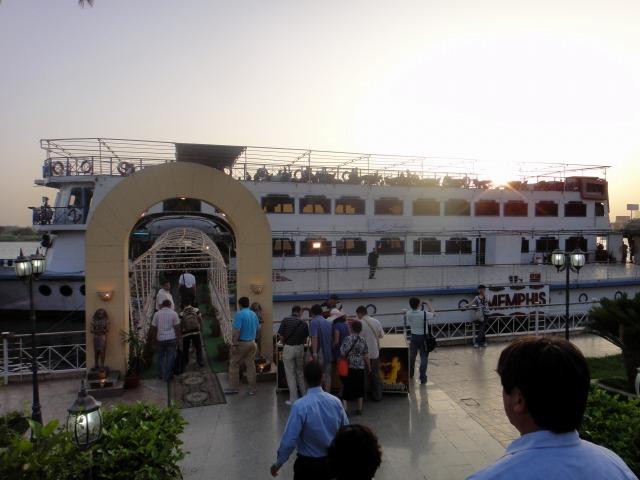 6日目 ナイル川ディナークルーズ 乗船~ディナー OP