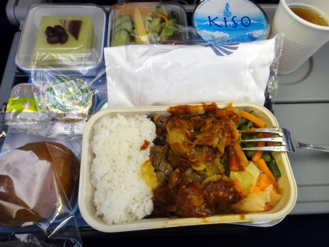 1日目 成田→カイロまでの機内食が2回と軽食出ました@エジプト航空