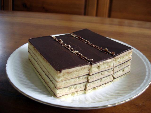 母の誕生日にチョコレートケーキ オペラを贈りました。