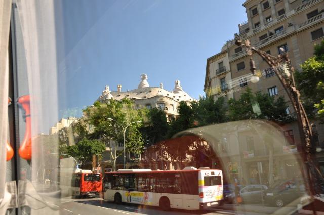 2日目 世界遺産 車窓からカサ・ミラとカサ・バトリョを見る