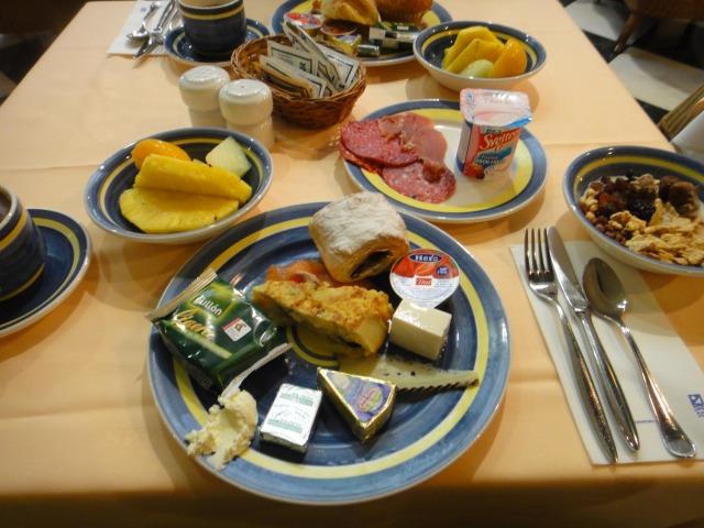 2日目 朝食 セナトゥールホテルにて