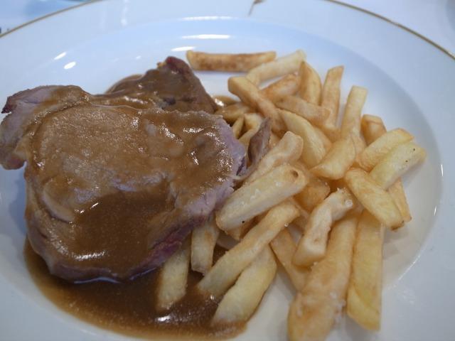 2日目 ディナー 肉料理@アルブフェラベストウエスタンホテル(Best Western Albufera)