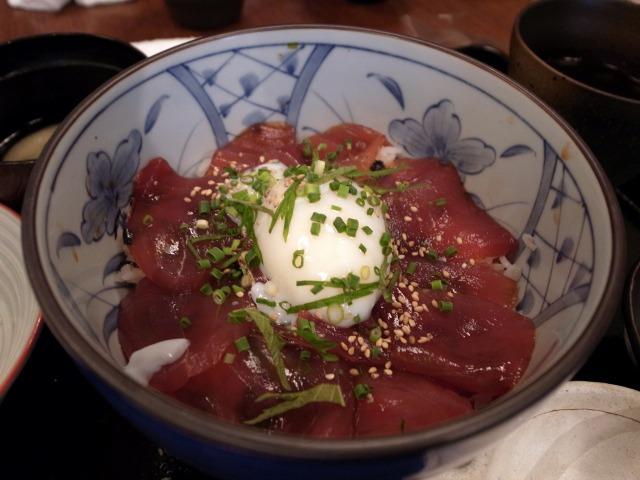 博多ぬくぬく家で「温玉ヅケマグロ丼」を食べました@渋谷