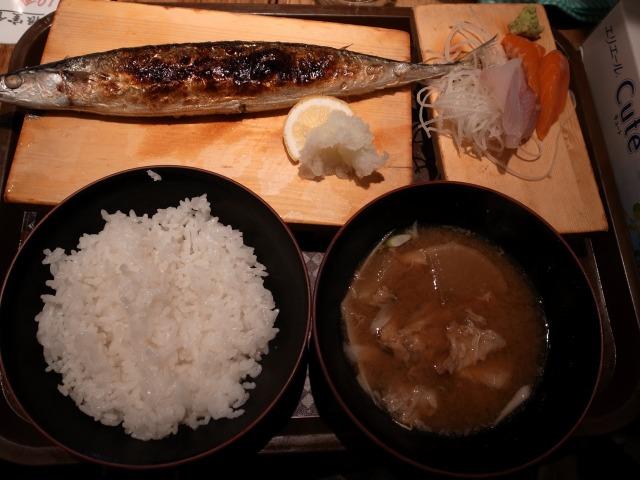 根室食堂で「焼きさんまと刺身定食」を食べました@渋谷 宮益坂