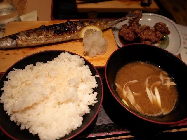 根室食堂で「焼さんまと鳥ザンギ定食」を食べました@渋谷 宮益坂