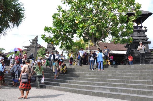 5日目 バリ六大寺院のひとつタナロット寺院へ@バリ島