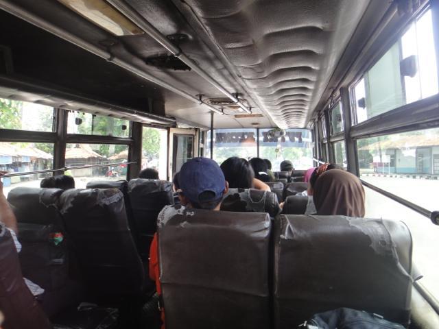 8日目 ボロブドゥールからジョグジャカルタのJomborをバスで移動からプラバナンへトランスジョグジャで移動