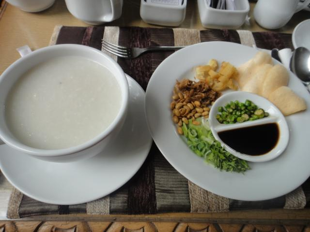 8日目 朝食(お粥)をホテルのレストランで@サラスワティボロブドゥールホテル
