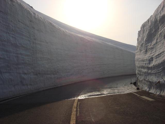 [旅行概要] 雲上のホテル立山に泊まる 雪の大谷・アルペンルート2日間