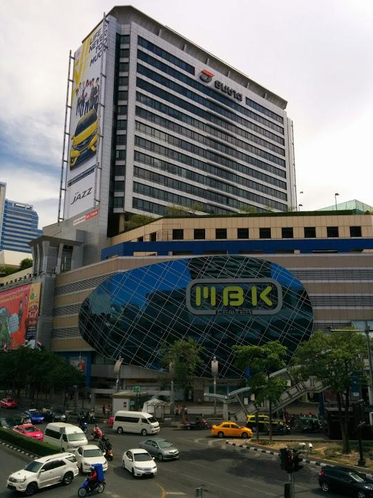 2日目 バンコク市内でレートが良い換金所、海外SIMフリー携帯を買いに行くならここ@MBK