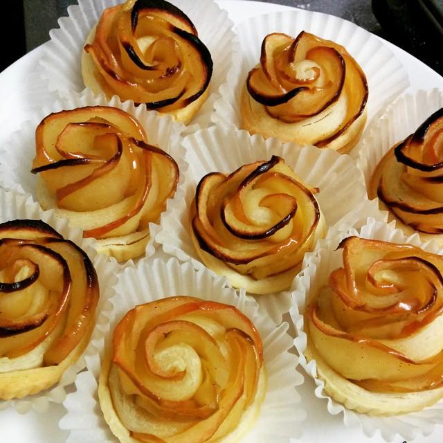 薔薇のアップルパイを8個分作りました