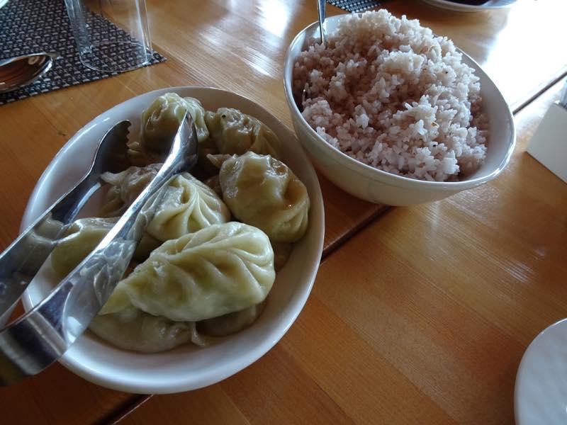 ブータン、パロ観光スタート!! まずは、昼食!!