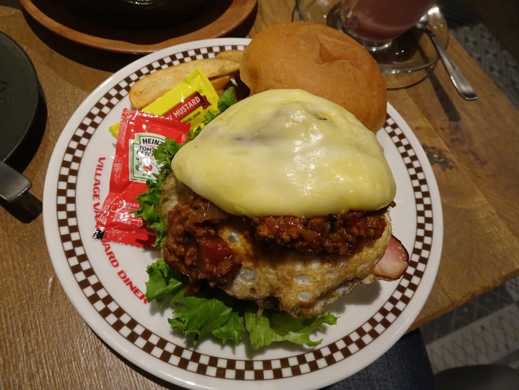ハンバーガー屋さんの「ビレッジバンガードダイナー原宿」へ<br/>ビレッジバンガード優待券を使いに。