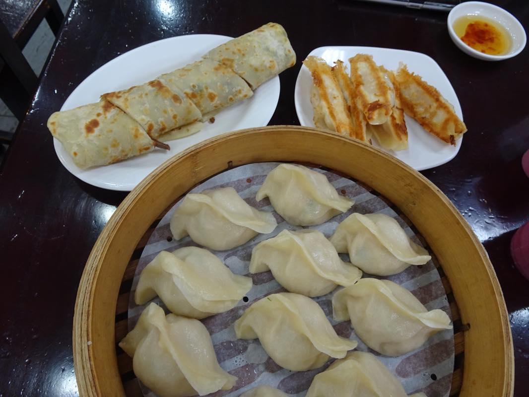 ローカル蒸し餃子のお店、紫琳蒸餃館へ!! 台北はじめの昼食!!