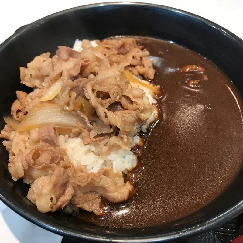 株主優待券を使って「牛黒カレー」を食べに。めちゃうまでした!!@吉野家