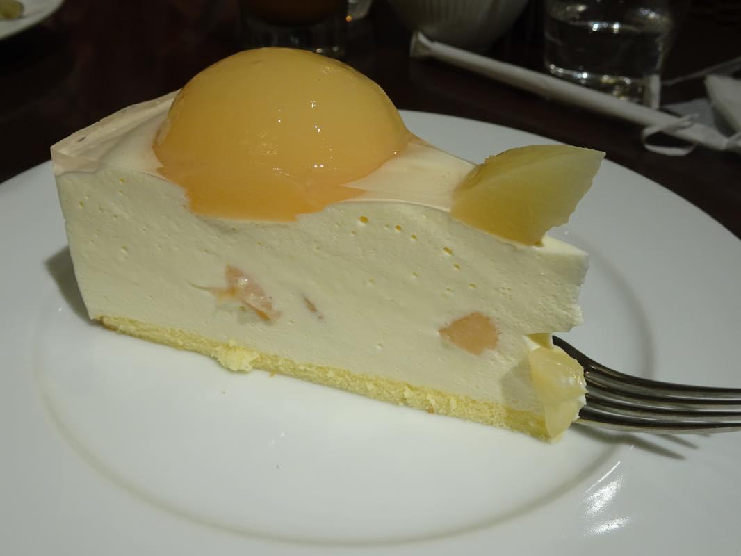 【週末カフェ】HARBSで白桃のレアチーズケーキとアイスミルクコーヒーで休憩タイム