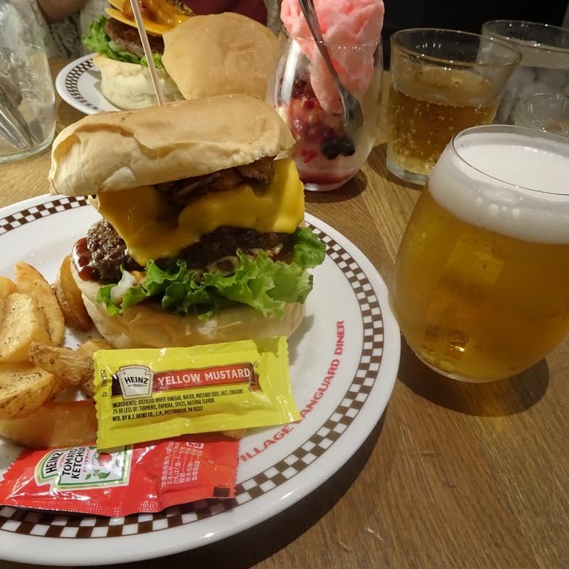 毎月10日はビール10円!!<br/>ハンバーガー屋さん ビレッジヴァンガードダイナー原宿へ