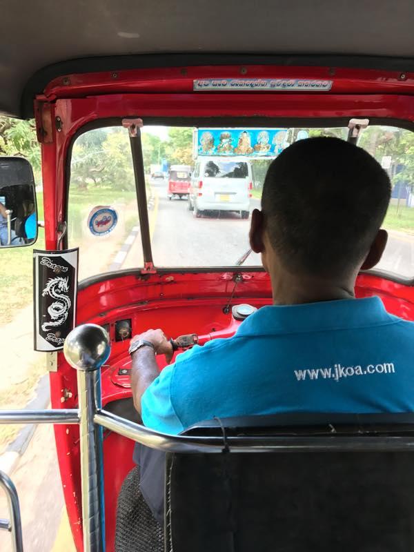 バンダラナイケ(コロンボ)空港からローカルバスでコロンボ・フォート駅まで移動!!