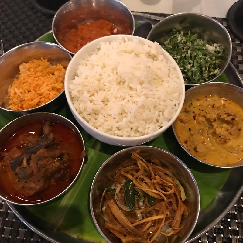 スリランカと言えばライス&カレー!!<br/>晩御飯に水牛ヨーグルトを食べる