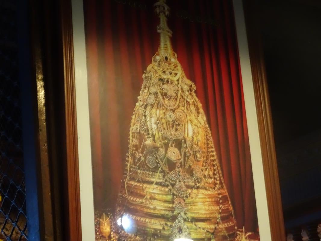 朝からスリランカの世界遺産キャンディ「仏歯寺」へ