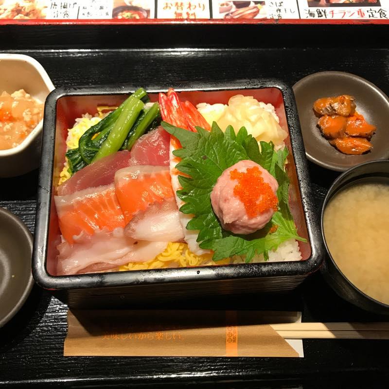 ランチに海鮮チラシ重定食を頂く@NIJYUMARU コロワイド