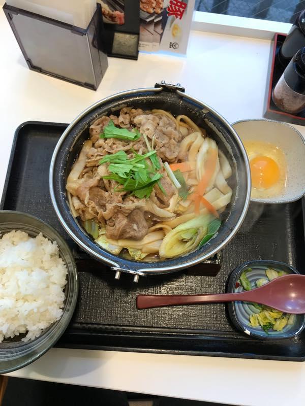 冬ですね~。吉野家で、牛すき鍋膳を頂く
