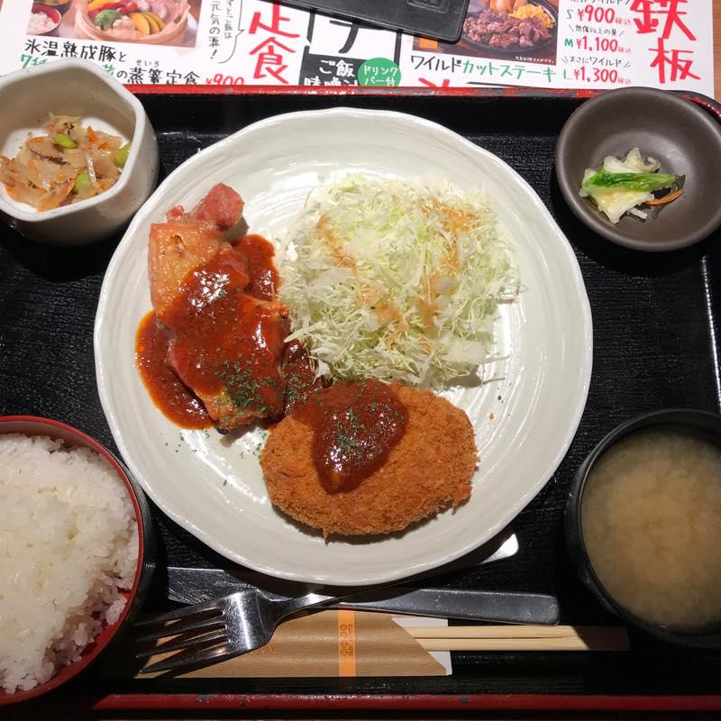 ランチに日替わり定食(グリルチキンと牛肉コロッケのデミソース)を頂く@NIJYUMARU コロワイド