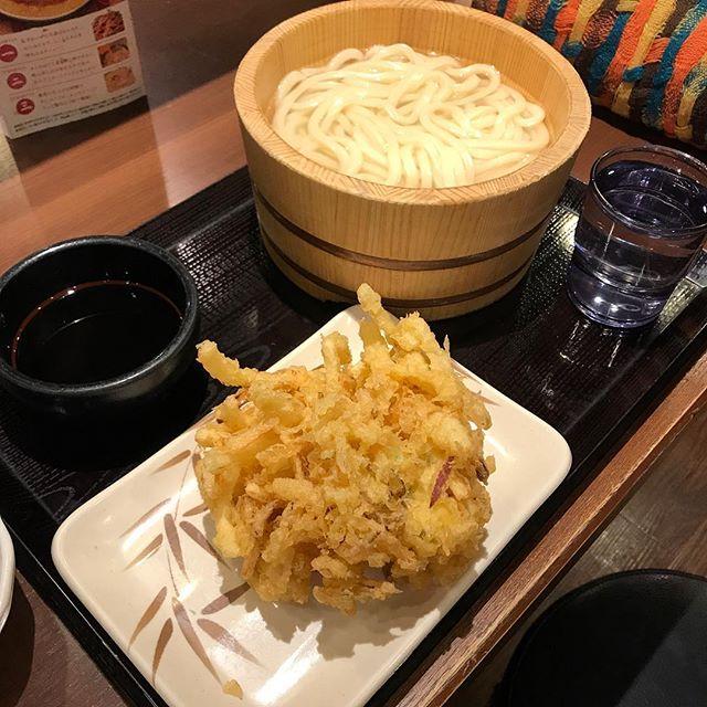 【優待ランチ】アプリクーポン使って釜揚げうどん(半額)と野菜のかき揚げを頂く@丸亀製麺