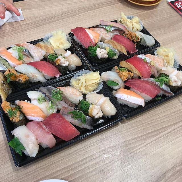 かっぱ寿司でお持ち帰り<br>お正月期間は、お持ち帰り寿司セットが無く、自分で入れるスタイル