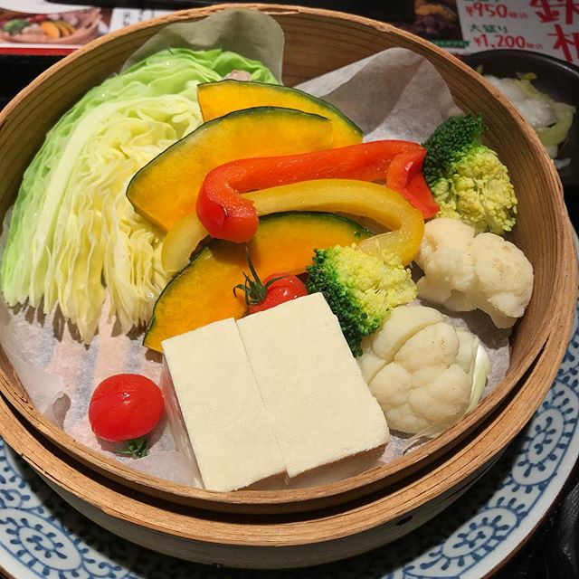 【優待ランチ】氷温熟成豚と7種類のお野菜の蒸篭定食を頂く@NIJYUMARU