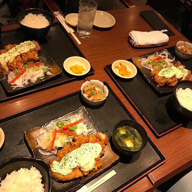 【優待ディナー】友人と彼女と、北海道にて3人とも「チキン南蛮定食」を頂く!!