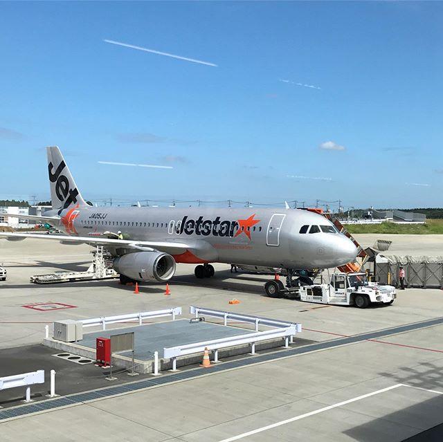 【JetStar】搭乗口到着すると、A列は優先搭乗みたいで、すんなりと✈️機内へ〜