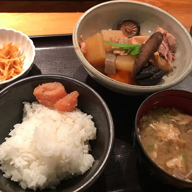 博多で最初のランチは明太子食べるぞ‼️という事で「博多もつ鍋やまや」へ