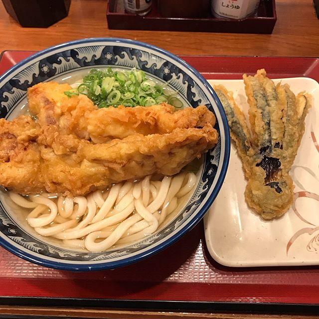 【優待ランチ】楽釜製麺所で「大きな鶏天うどん、茄子の天ぷら」を頂く❣️