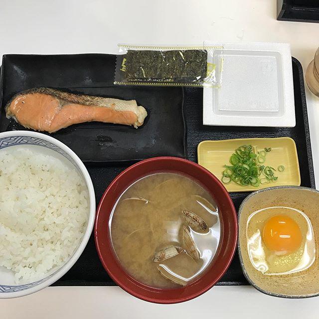 【福岡旅行】朝食は吉野家へ 特朝定食に、あさり汁に変更