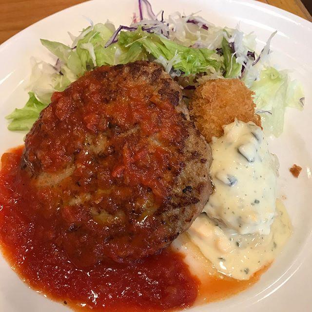 【優待ランチ】ガストで日替わりランチ「ハンバーグトマトソース&クリームコロッケ」を頂く❣️