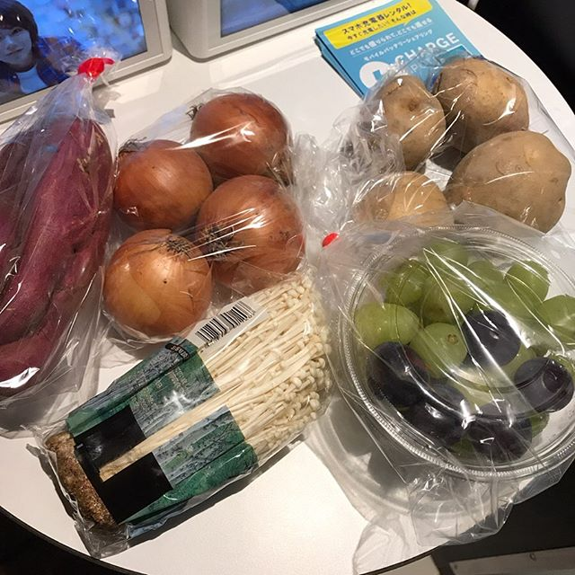 クックパッドマート でお買い物<br>日常使いのお野菜と、種なしぶどう シャインマスカットたち
